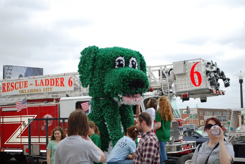 Green Wire Frame Dog for Parade Float