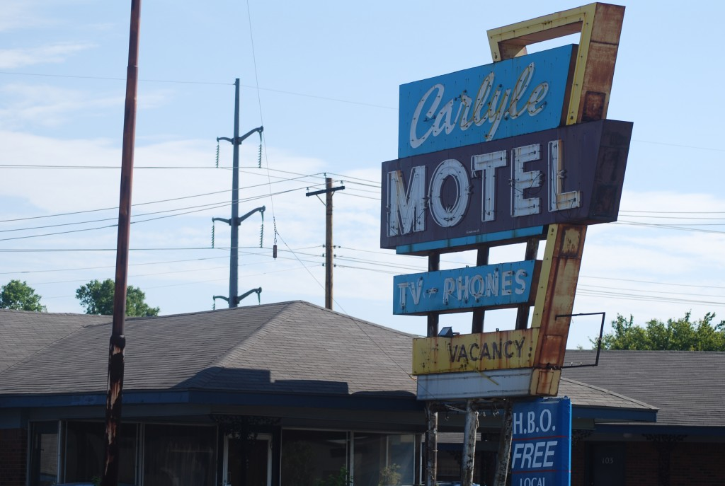 Carlyle Motel Sign Gone