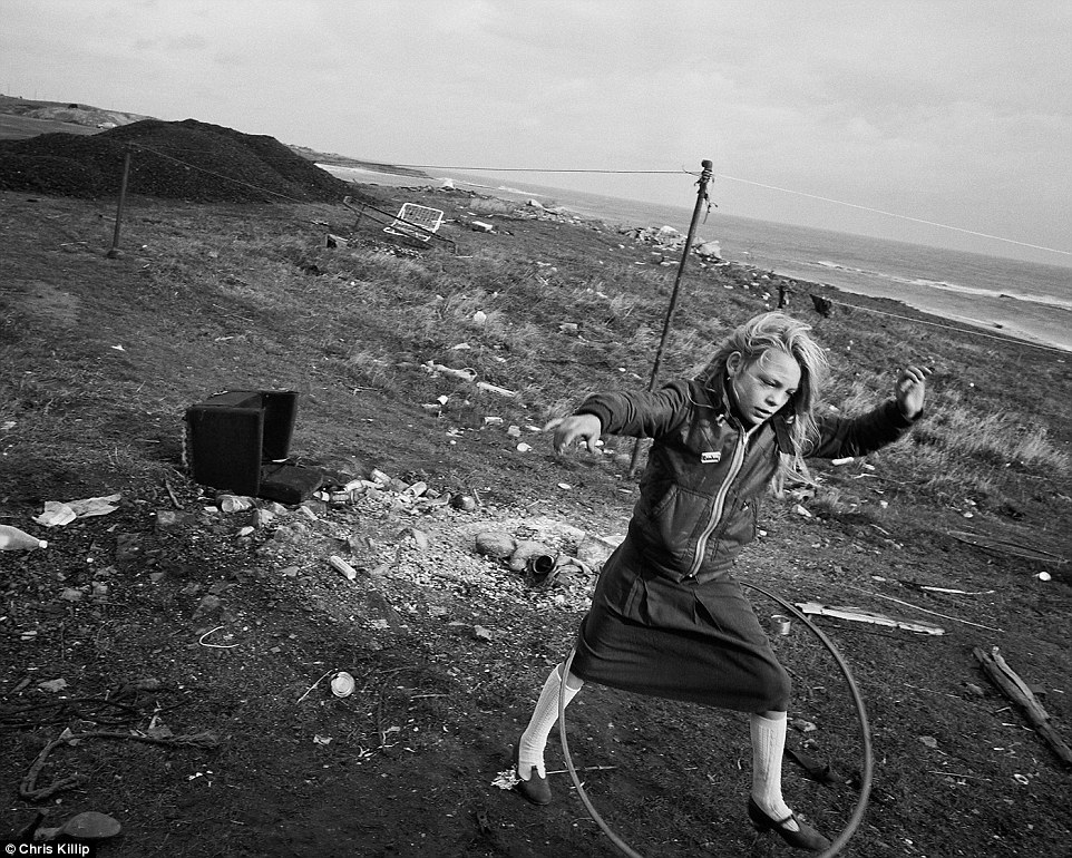 3085B3F400000578-0-A_young_girl_plays_with_a_hula_hoop_on_the_coastline_of-a-78_1453646730181