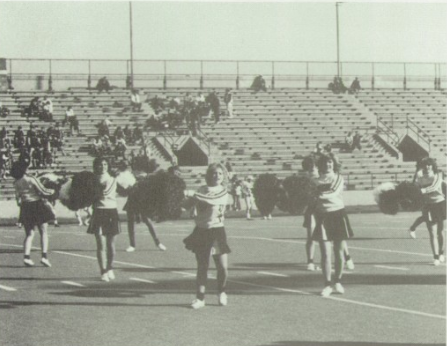 1980s-cheerleaders-empty-stands