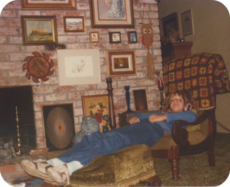 1970s living room owl macrame afghan chemin de fer jeans