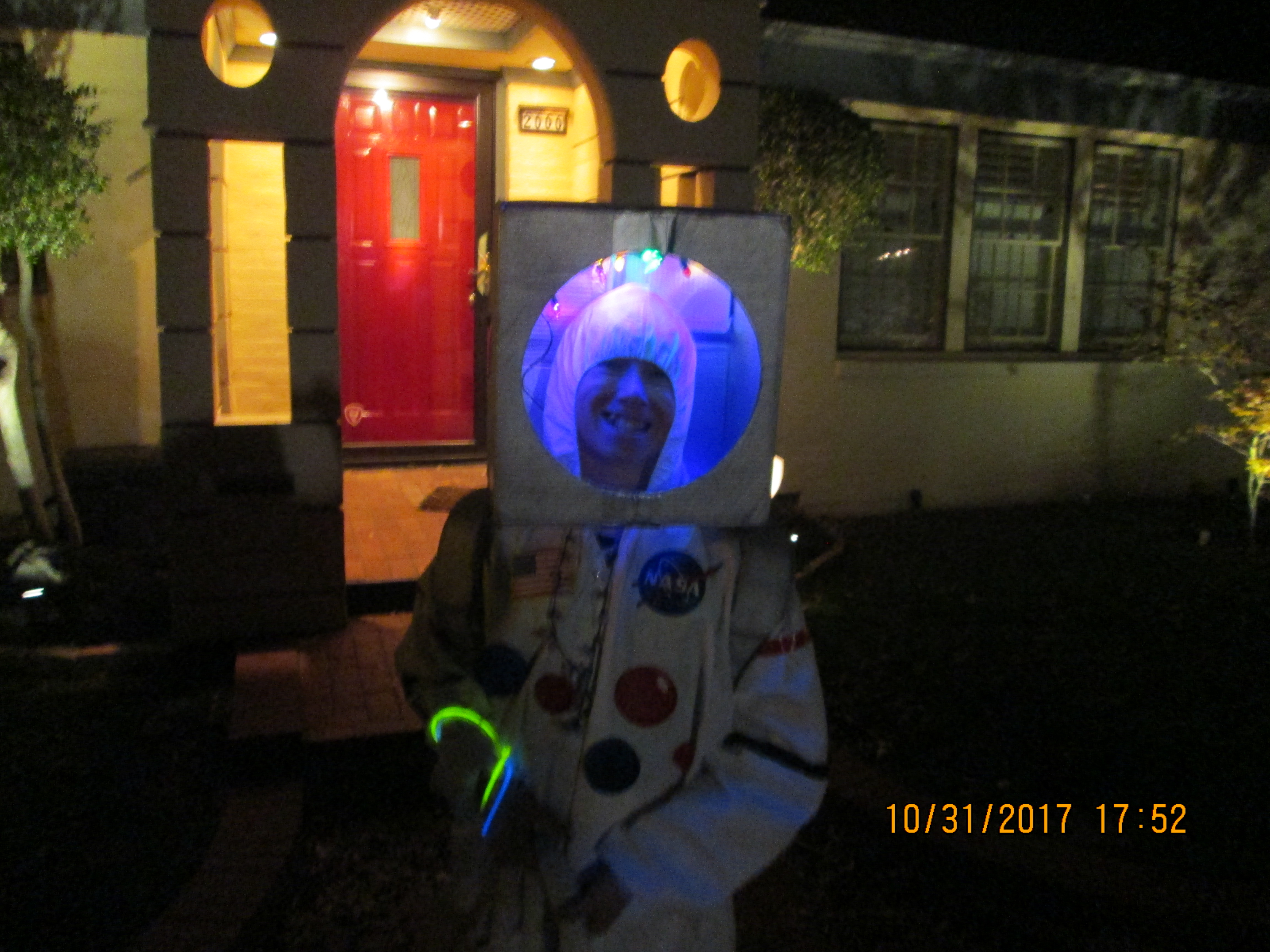 how to make an astronaut helmet for a costume