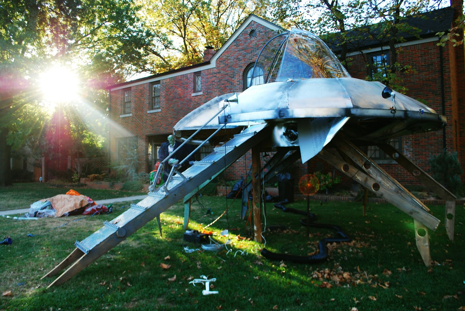 this dad gets the prize for coolest halloween decorations ever homemade alien spaceship - Unusual Halloween Decorations